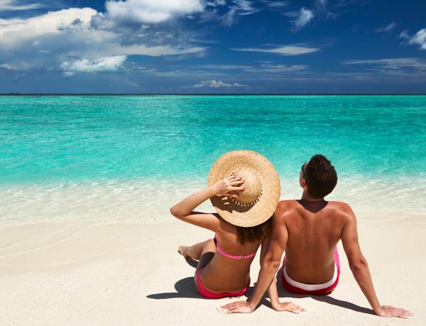 couple-beach-honeymoon